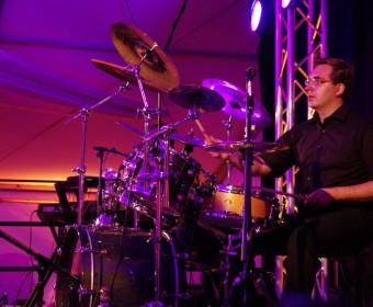 Die AlleyCats auf dem 10-jährigen Jubiläum der Firma ACSYS - Michael Roth an den Drums