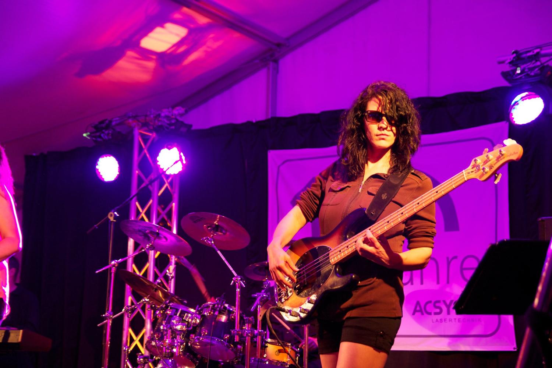 Sarah Hank-Paidar am Bass