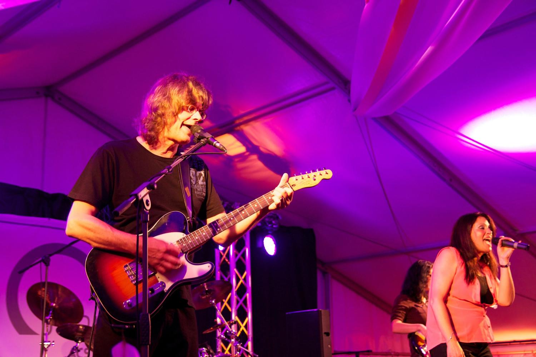 Die AlleyCats in Mittweida - Walter Bauer an der Gitarre und Astrid Peters am Mikrofon