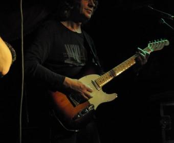 Walter Bauer an der Gitarre