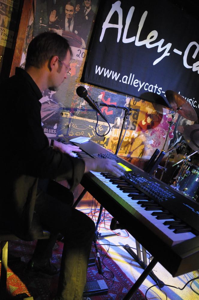 Uwe Hellwich am Keyboard